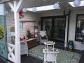 Veranda, Veranda Plaza, Glazen schuifwanden, terrasoverkapping, overkapping, buitenkamer, tuinkamer, Carport houtkachel, lichtstraat, daklicht, balustrade, hekwerk, terrasverwarming, tuin, terras, houten vloer.