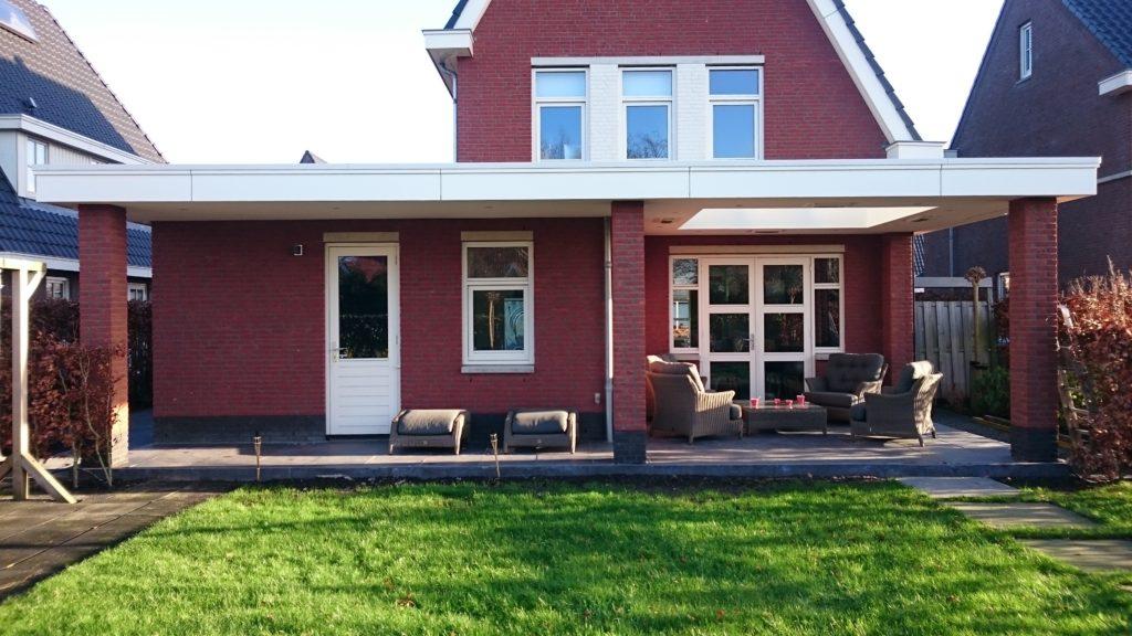 Landelijke klassieke houten veranda terrasoverkapping bouwen