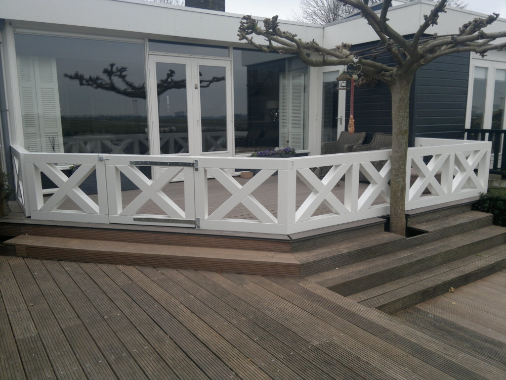 Terras met balustrade in Kwadijk