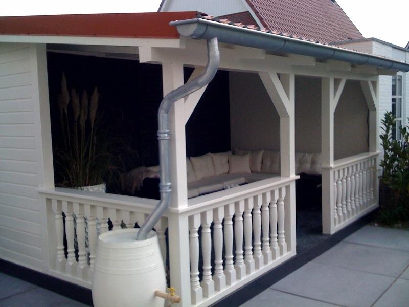 Tuin met veranda in Nieuw Vennep