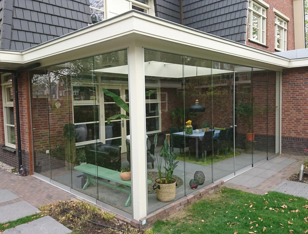 Exclusieve tuinkamer met glazen schuifwanden van Veranda Plaza